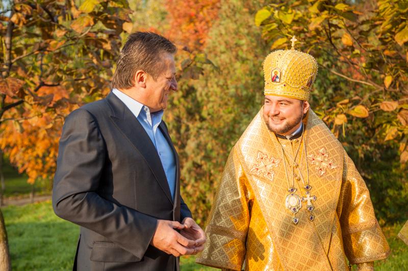 Митрополит Олександр (Драбинко) і ктитор храму Ігор Лисов